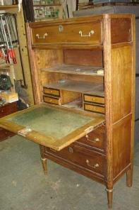Relooking faites relooker vos vieux meubles par un for Un secretaire meuble